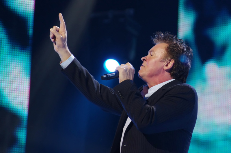 Paul Young – Don't Dream It's Over (2011)